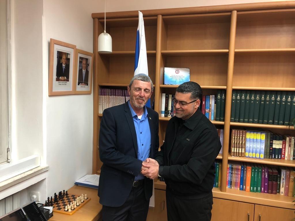 وزير التربية والتعليم، بيرتس يستقبل في مكتبها المربي نائل زعبي