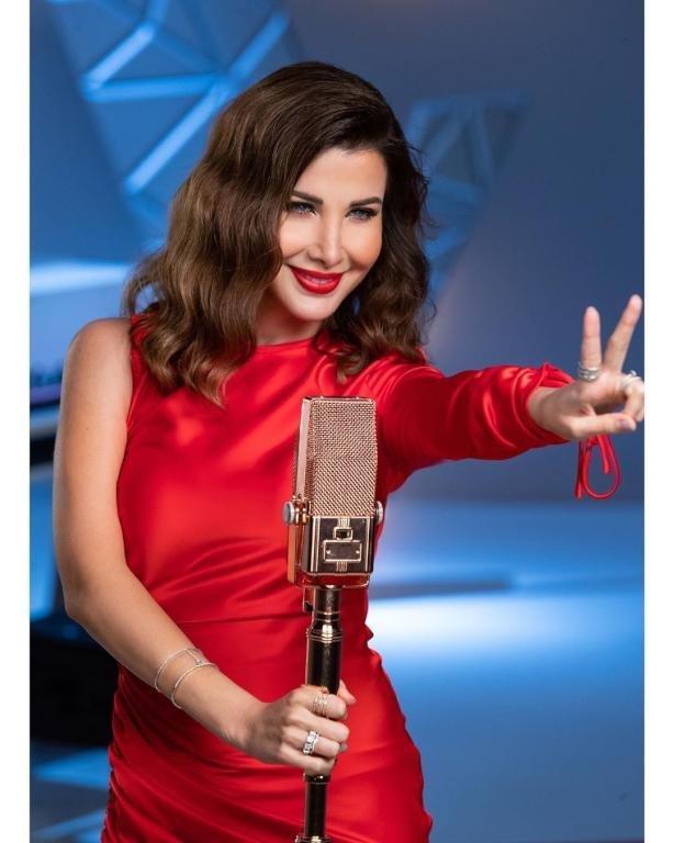 نانسي عجرم تعود بقوة بالمكياج الأحمر