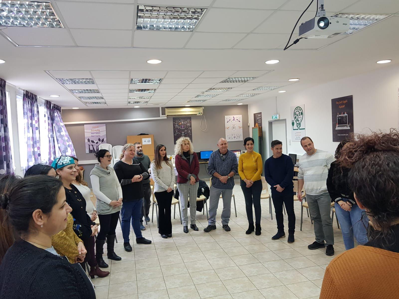 ثانويّة الكرمة العلمية في حيفا تفتح أبوابها لاستضافة معلمين ومركّزين اجتماعيّين ضمن برنامج ضيوف ومستضيفون