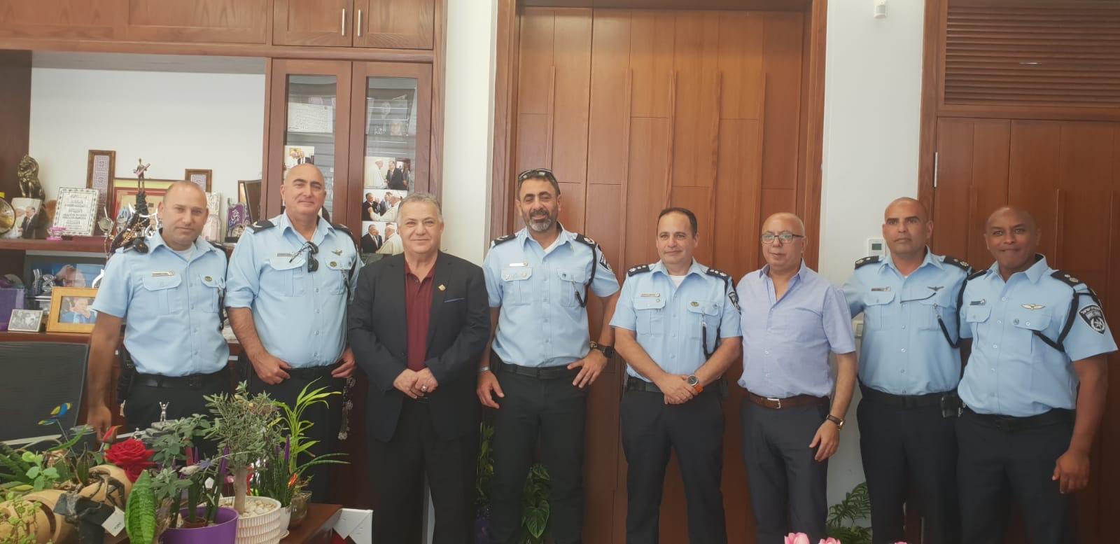 قيادة شرطة الشمال تعايد على رئيس البلدية-0