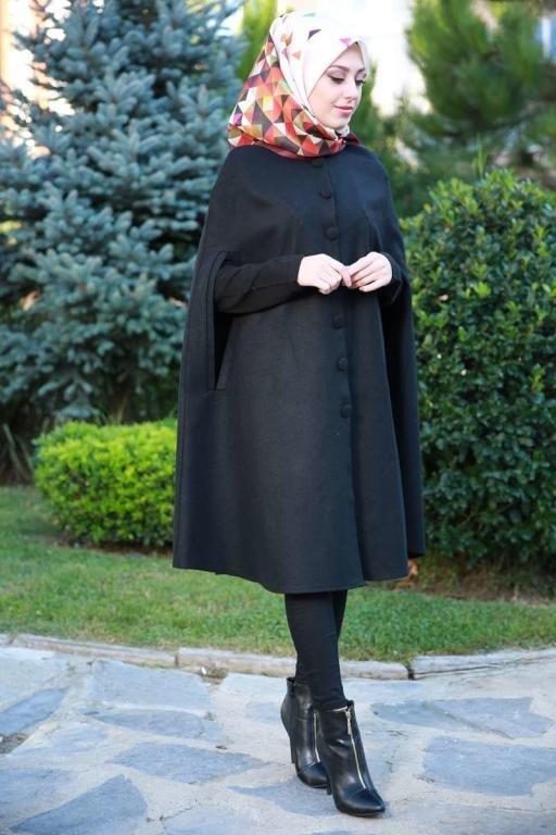ملابس محجبات: البانشو لإطلالة شتوية دافئة وأنيقة