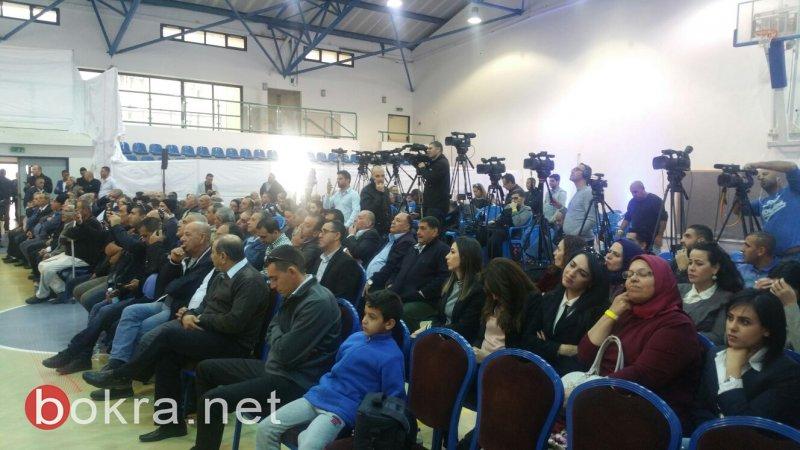 """نتنياهو في عين ماهل .. المجلس يستقبله والمئات في الخارج ينددون ويصيحون """"يا للعار""""-0"""