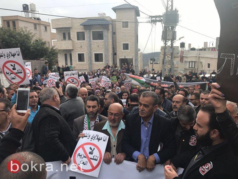 """نتنياهو في عين ماهل .. المجلس يستقبله والمئات في الخارج ينددون ويصيحون """"يا للعار""""-7"""