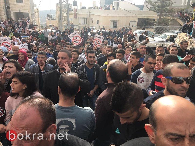 """نتنياهو في عين ماهل .. المجلس يستقبله والمئات في الخارج ينددون ويصيحون """"يا للعار""""-10"""