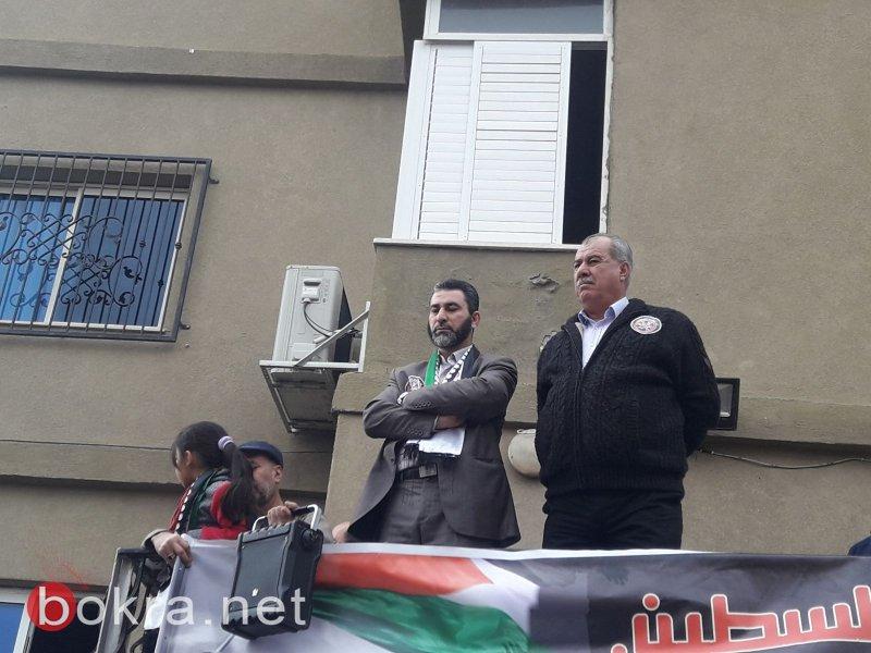 """نتنياهو في عين ماهل .. المجلس يستقبله والمئات في الخارج ينددون ويصيحون """"يا للعار""""-16"""