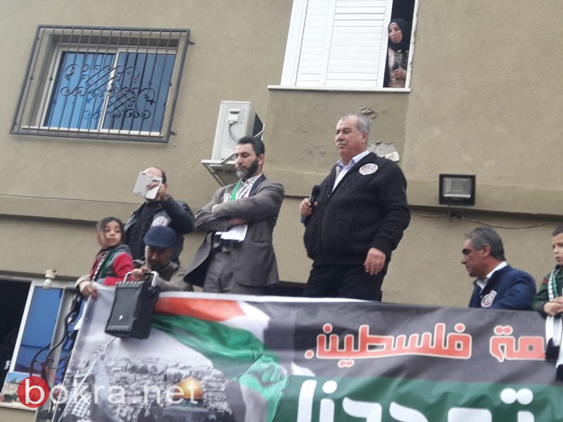 """نتنياهو في عين ماهل .. المجلس يستقبله والمئات في الخارج ينددون ويصيحون """"يا للعار""""-17"""
