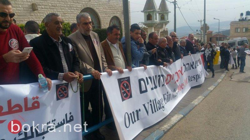 """نتنياهو في عين ماهل .. المجلس يستقبله والمئات في الخارج ينددون ويصيحون """"يا للعار""""-25"""
