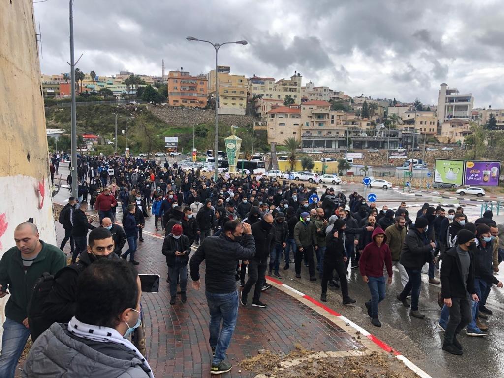 أم الفحم: للاسبوع الثالث- انطلاق المظاهرة الاحتجاجية بعد الصلاة والشرطة تعتدي على المتظاهرين