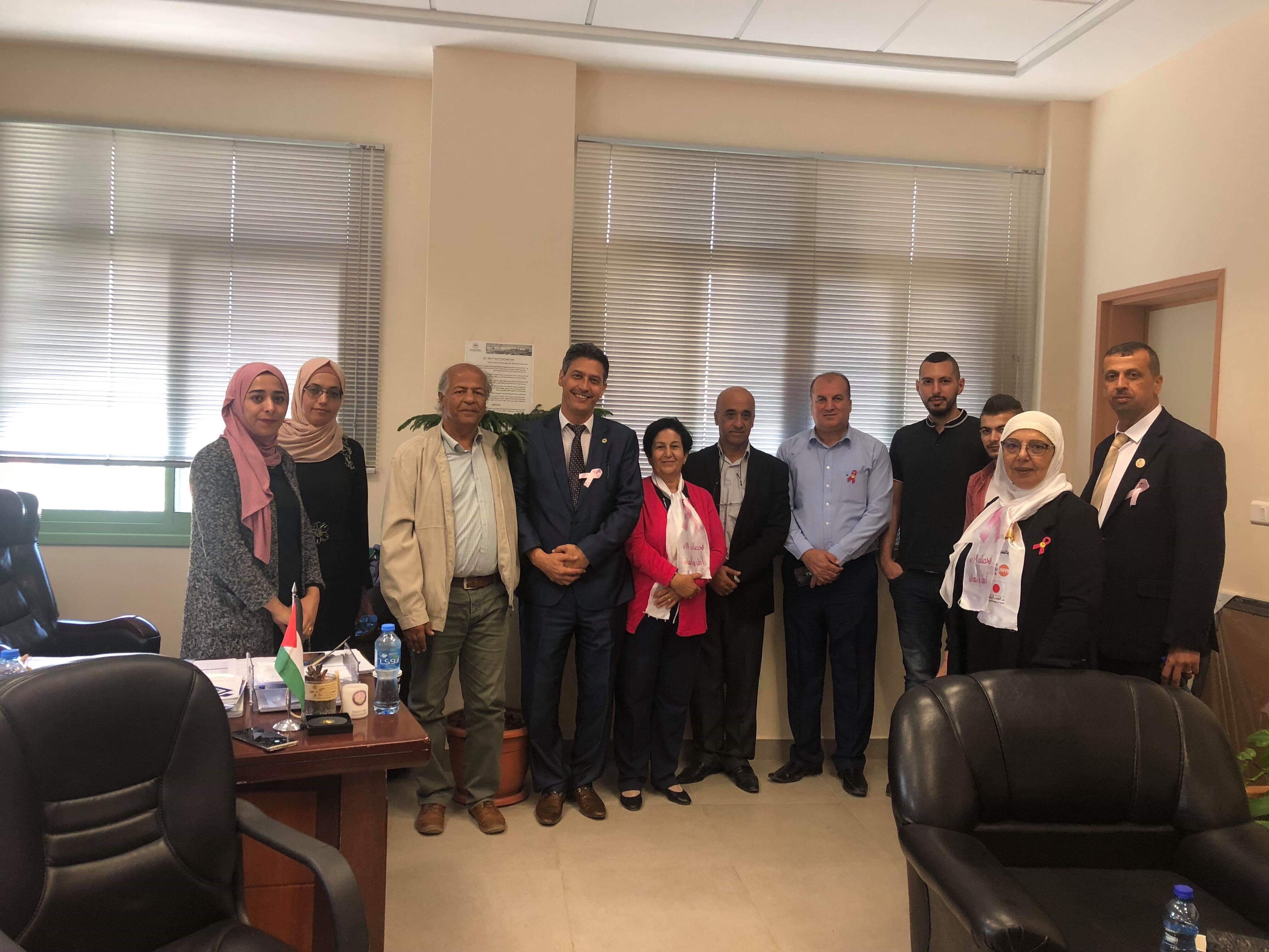 جنين: مسيرة كشفيّة ومؤتمر في الجامعة العربيّة الأمريكيّة لمحاربة سرطان الثدي