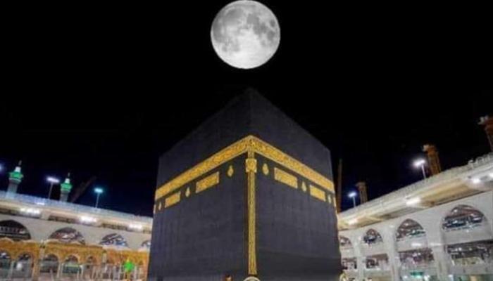 القمر يتعامد على الكعبة المشرفة والقبة الخضراء-0