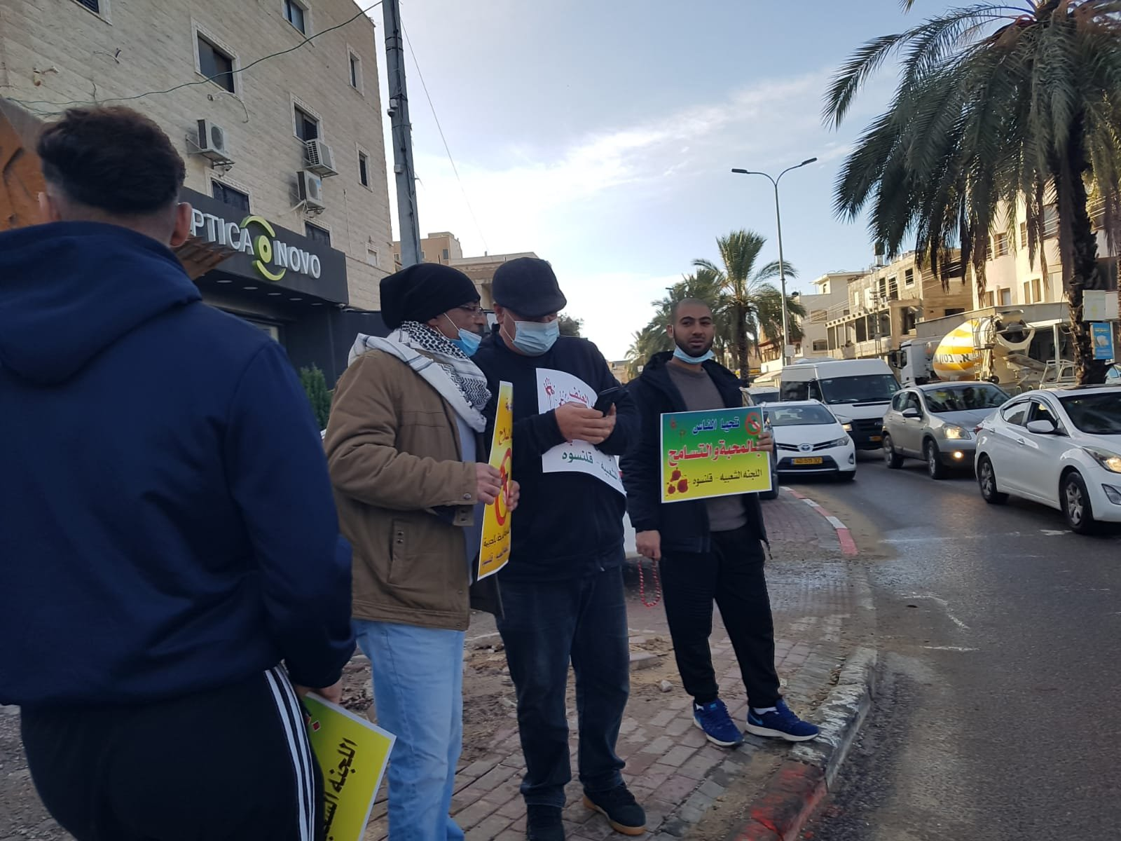 قلنسوة تتظاهر ضد العنف-0