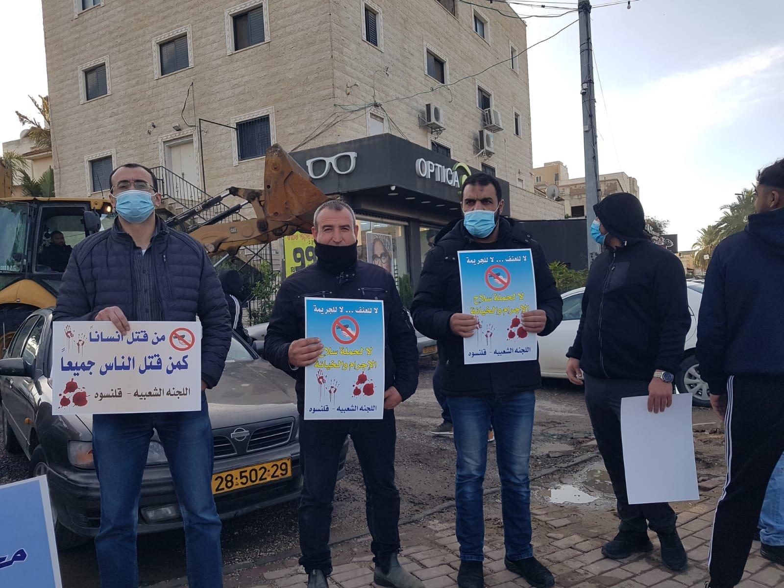 قلنسوة تتظاهر ضد العنف-2