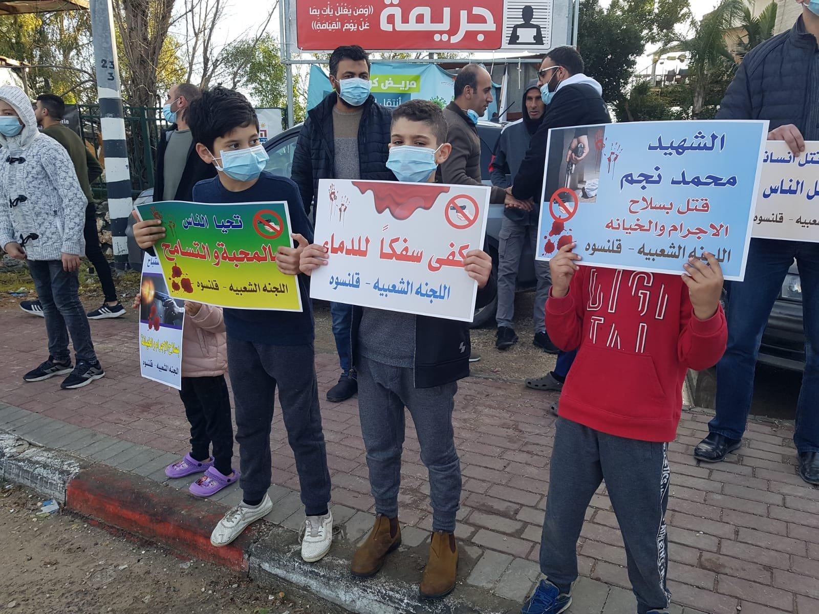 قلنسوة تتظاهر ضد العنف-4
