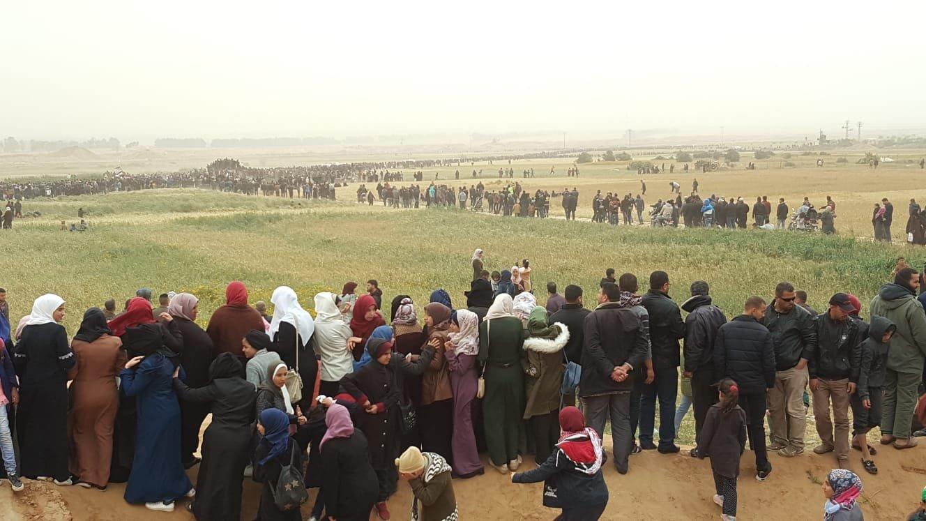 غزة: استشهاد فتى والآلاف يحتشدون بـمليونية الأرض والعودة شرقي القطاع
