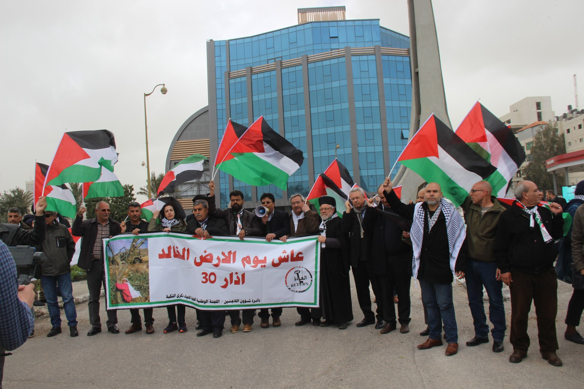 شهيدان ومئات الجرحى جراء قمع الاحتلال مسيرات يوم الأرض السلمية في الضفة وغزة