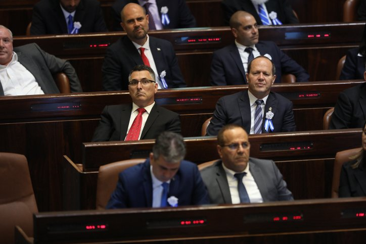 اعضاء الكنيست الاسرائيلي يؤدون قسم اليمين للدولة
