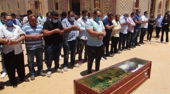 بالصور: تشييع جنازة حسن حسني بـ الكمامات