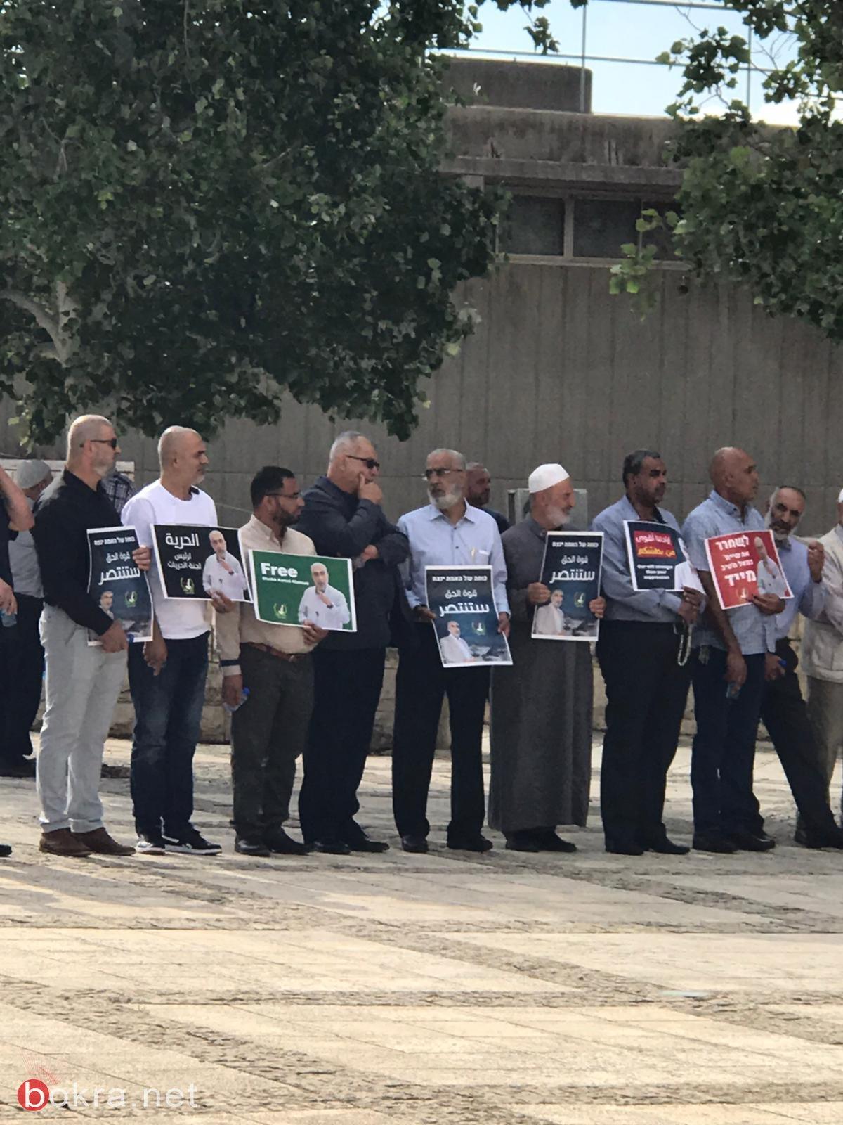العشرات يتظاهرون امام محكمة الصلح والمحكمة تمدد اعتقال الشيخ كمال خطيب بيوم واحد-1