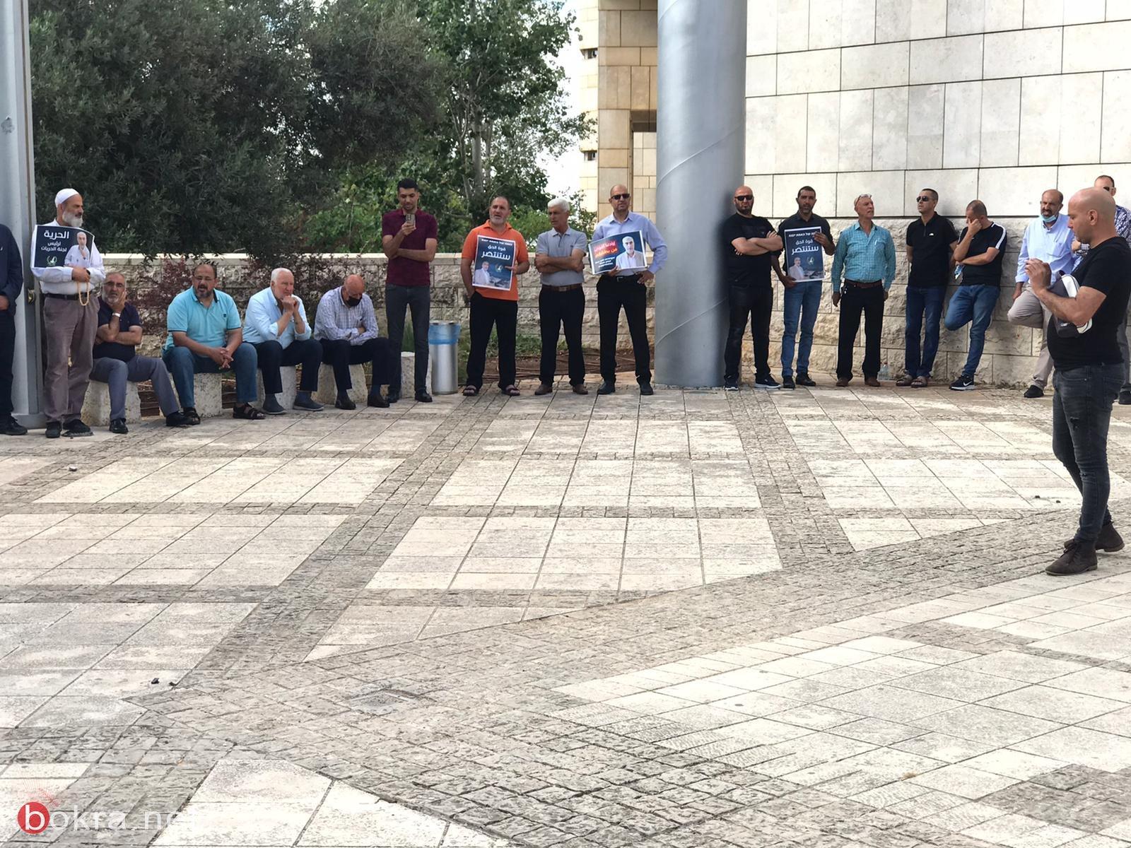 العشرات يتظاهرون امام محكمة الصلح والمحكمة تمدد اعتقال الشيخ كمال خطيب بيوم واحد-5