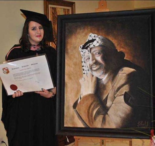 زهوة عرفات تحصل على درجة ماجستير في العلوم السياسية