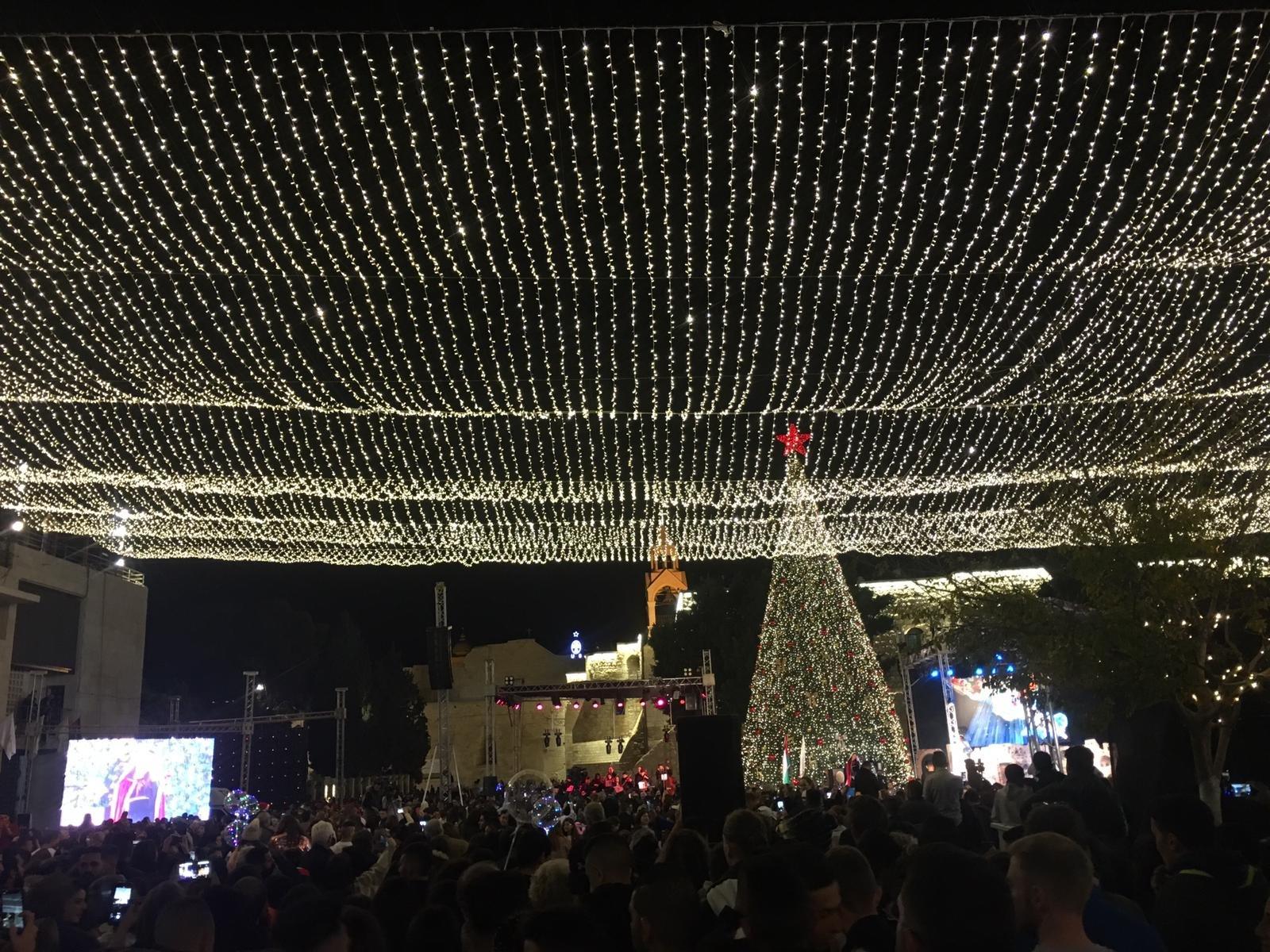 الاحتفال بإضاءة شجرة الميلاد في بيت لحم-0