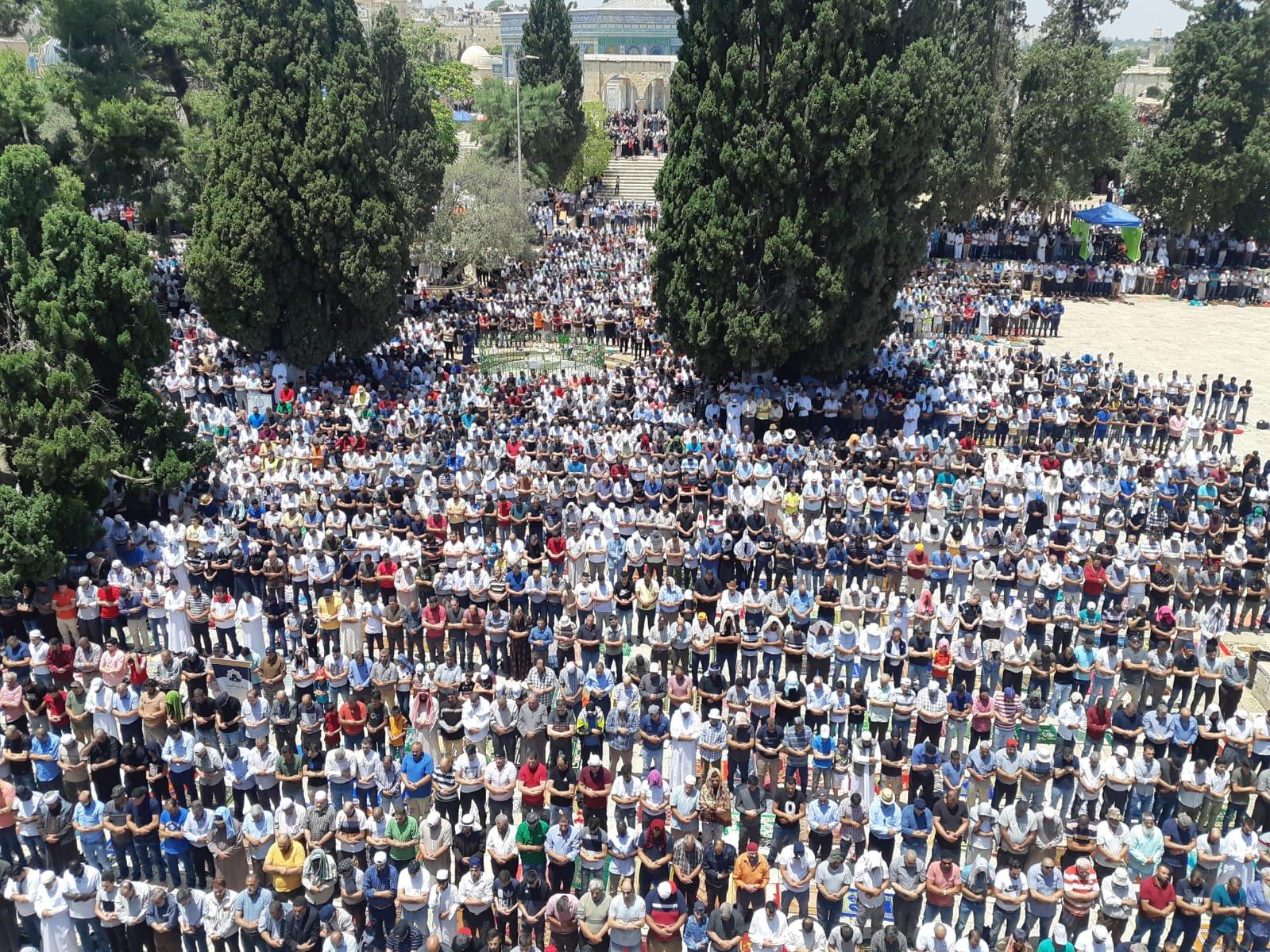 ربع مليون مصلٍ يؤدون الجمعة اليتيمة في المسجد الأقصى