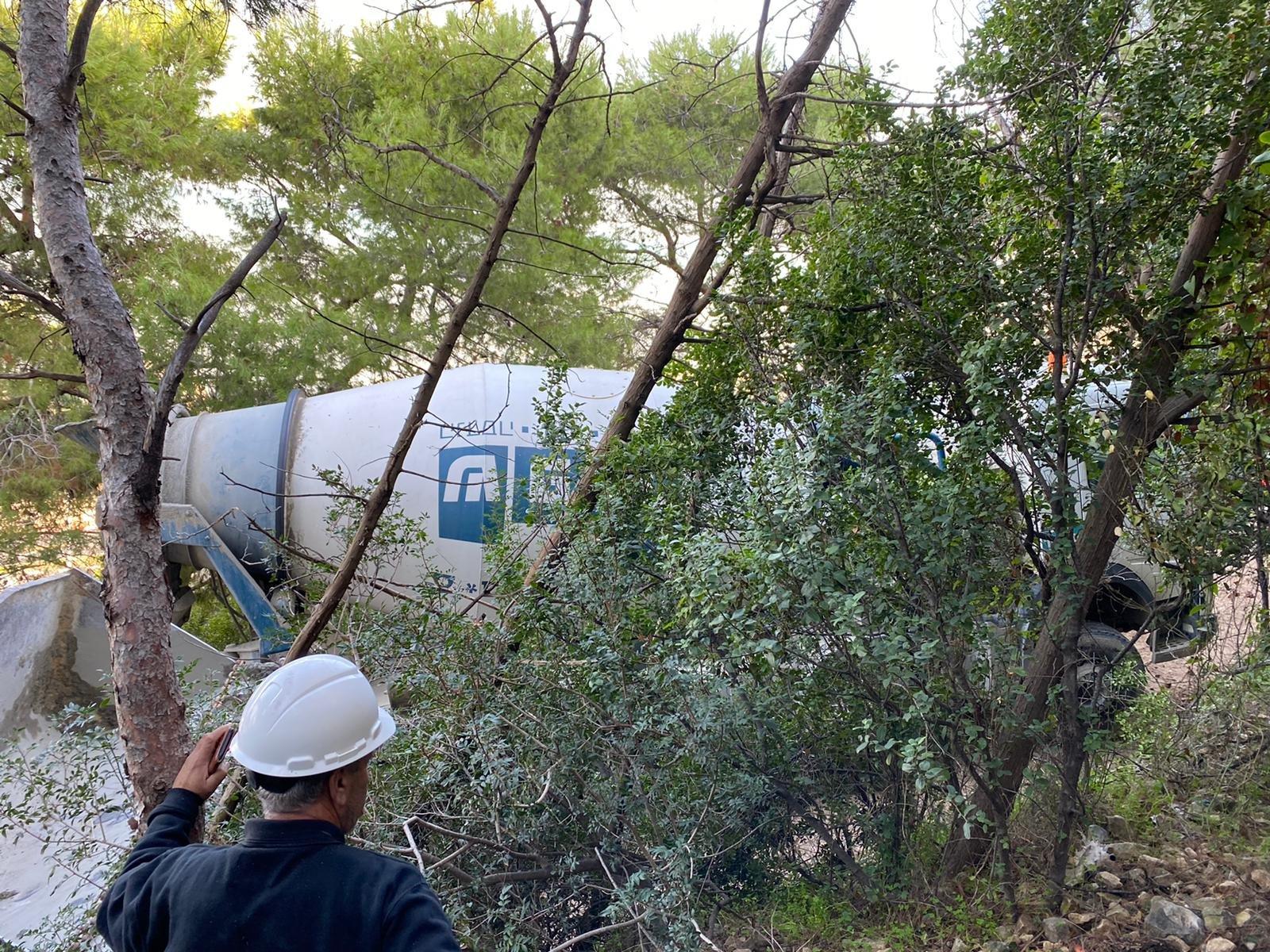 حيفا: شاحنة خلاط باطون تنحرق عن مسارها وتكاد تتسبب بكارثة