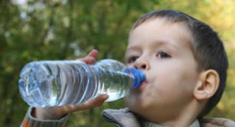 بحث: شرب المياه الباردة يخسس وزن الولد السمين