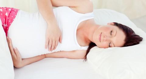 هذه هي افضل وضعية لنوم الحامل!