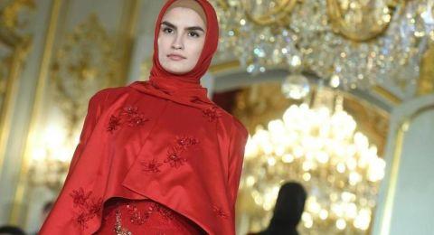 ابنة الرئيس الشيشاني تعرض مجموعة من الملابس الإسلامية في باريس