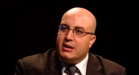 الجزائر.. البراءة لناشط سياسي بارز