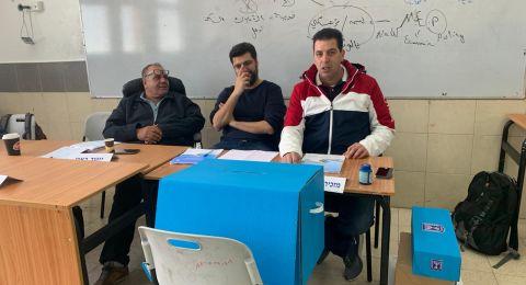 بالصور- انطلاق العملية الانتخابية في كفر قرع وسط مشاركة متواضعة