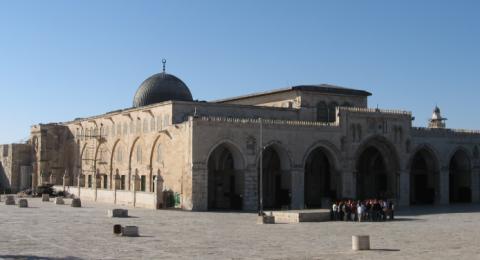 اسرائيل تدرس منع صلاة الجمعة في الاقصى بسب