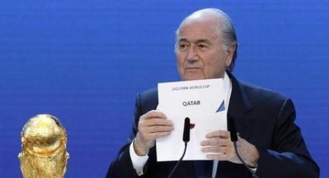 قطر ستتضرر أكثر من اقتصادها إن هي فقدت استضافة كأس العالم