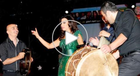 نجوى كرم تلهب الجزائريين برقصة الدبكة اللبنانية