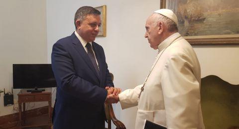 آفي غباي رئيس حزب العمل في لقاء قمة مع الحبر الأعظم البابا فرنسيس في الفاتيكان