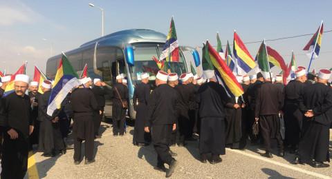 يمروا. الشرطة الاسرائيلية تمنع المشايخ الدروز من وصول معبر نهر الاردن في طريقهم إلى سورية
