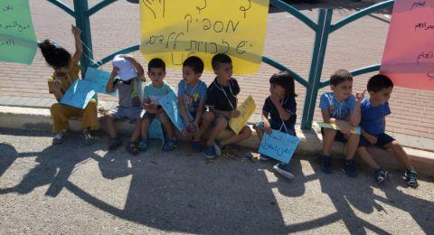 في قرية الدحي الاطفال ما زالوا ينتظرون افتتاح السنة الدراسية، ولكن؟