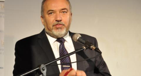 ليبرمان: نتنياهو يدفع رواتب لحماس في غزة من أجل الهدوء