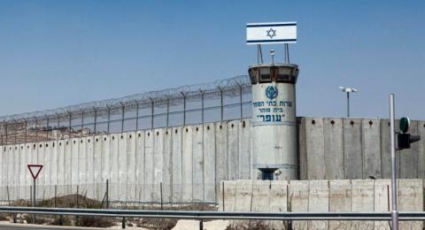 مصلحة السجون ترفض ترجمة إجراءاتها إلى اللغة العربية لأن قانون القومية لا يلزمها على ذلك