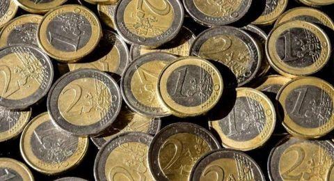 اليورو ينخفض لأقل مستوى في 28 شهراً