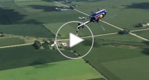 هل شاهدت هليكوبتر تطير ومروحتها إلى أسفل؟