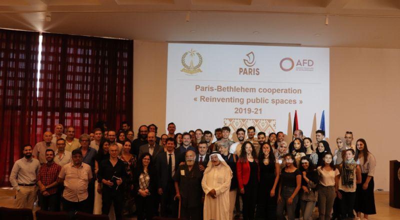 في إطار إتفاقية التعاون بين بلديتي بيت لحم وباريس ورشة عمل تحت عنوان (ساحة المهد) في مركز السلام