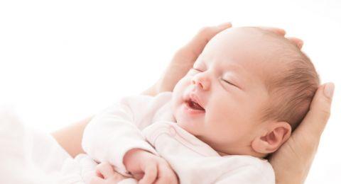 اكتشفي اسباب بكاء الطفل الرضيع الشديد واضراره عليه!