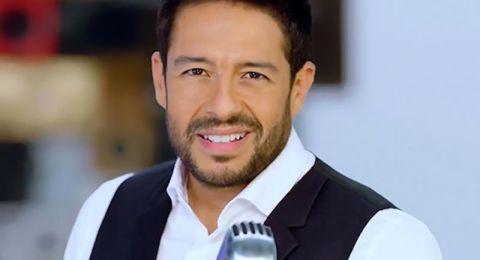 فيديو نادر.. محمد حماقي يغني في كورال مصطفى قمر