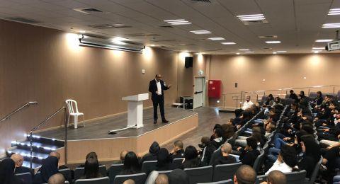 مدرسة يافا المستقبل تستضيف النائب سامي أبو شحادة