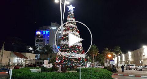 عكا: إضاءة شجرة الميلاد بأجواء مبهجة للسنة السادسة على التوالي