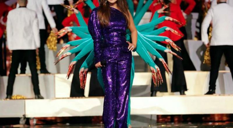 الجمبسوت البراق لسهرات نهاية العام من النجمات العربيات