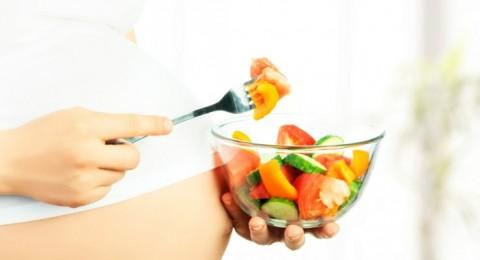 ايتها الحامل: تناولي الفواكه والخضار يومياً