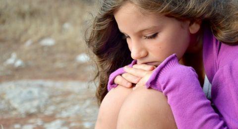 علامات الاكتئاب المبكرة عند طفلك أسبابها وعلاماتها وطرق علاجها